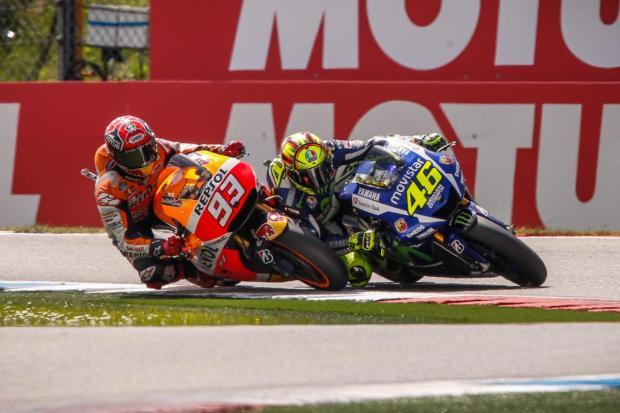 """O """"momento"""" em MotoGP com Rossi e Marquez"""